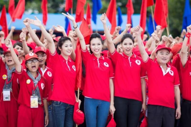 Màu đỏ luôn đem lại sự năng động và nhiệt huyết dành cho người mặc