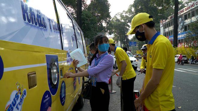 Huỳnh Như, 25 Tuổi, Nhân Viên Trung Tâm Hỗ Trợ Công Nhân Tp.hcm, Đánh Giá Cao Sự Tiện Lợi Của Chiếc Xe Buýt Này.