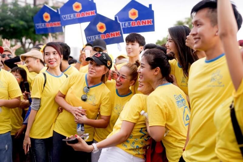 Màu vàng đem đến sự tươi mới trẻ trung năng động cho tất cả mọi người