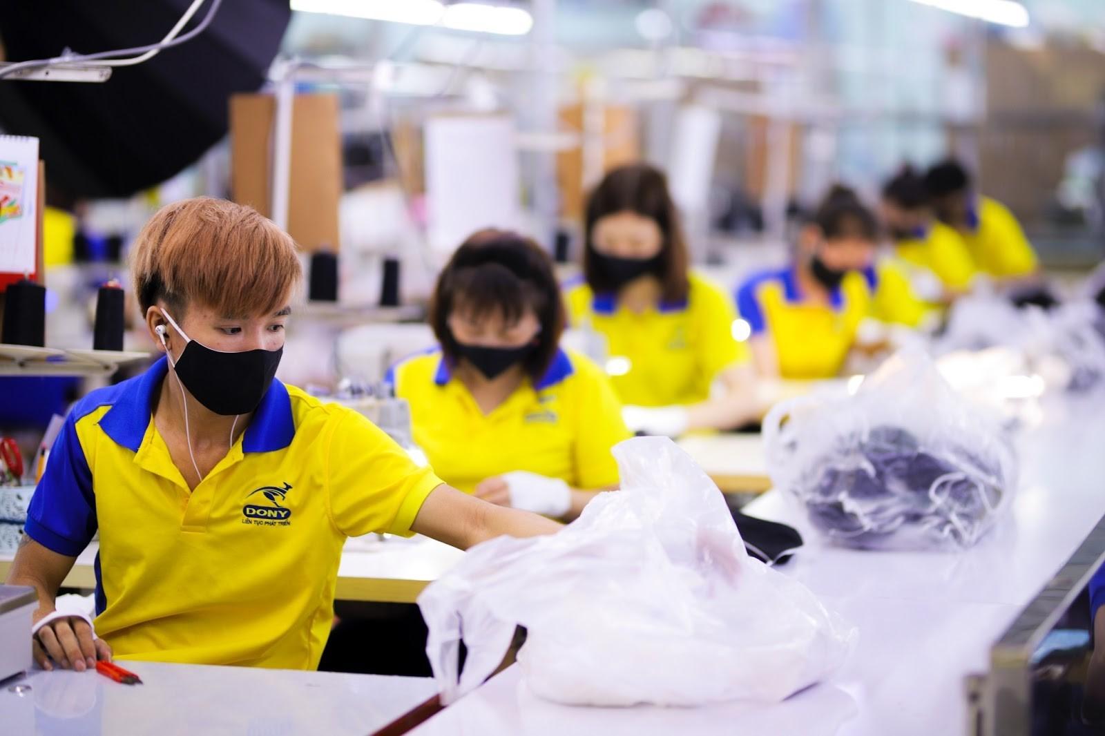 Sản xuất đa dạng các chủng loại áo khoác